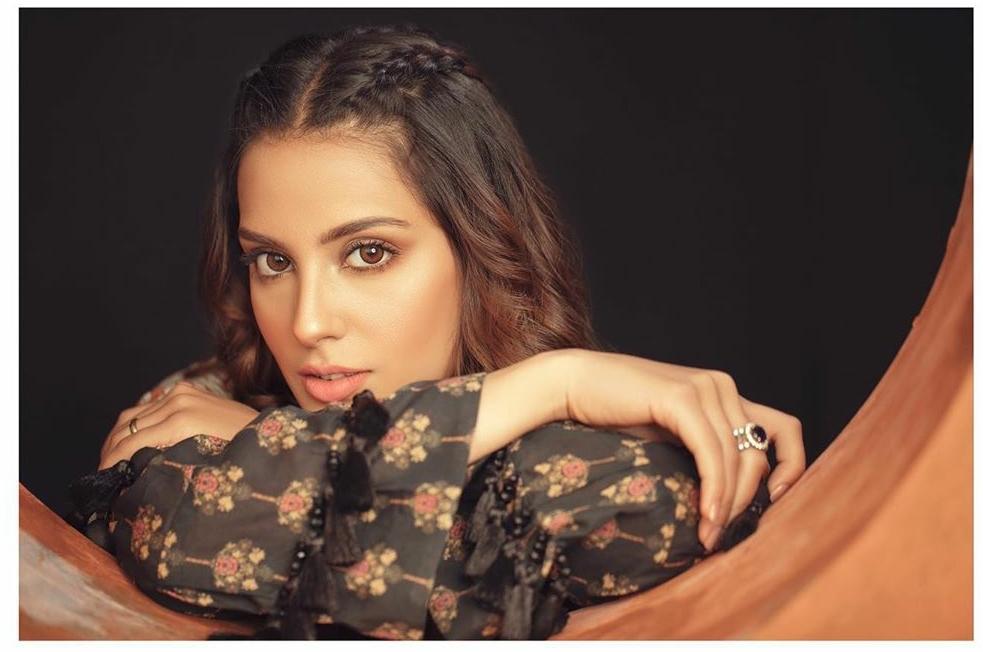 Actress Iqra Aziz-Daily MakeUp Look Vlog