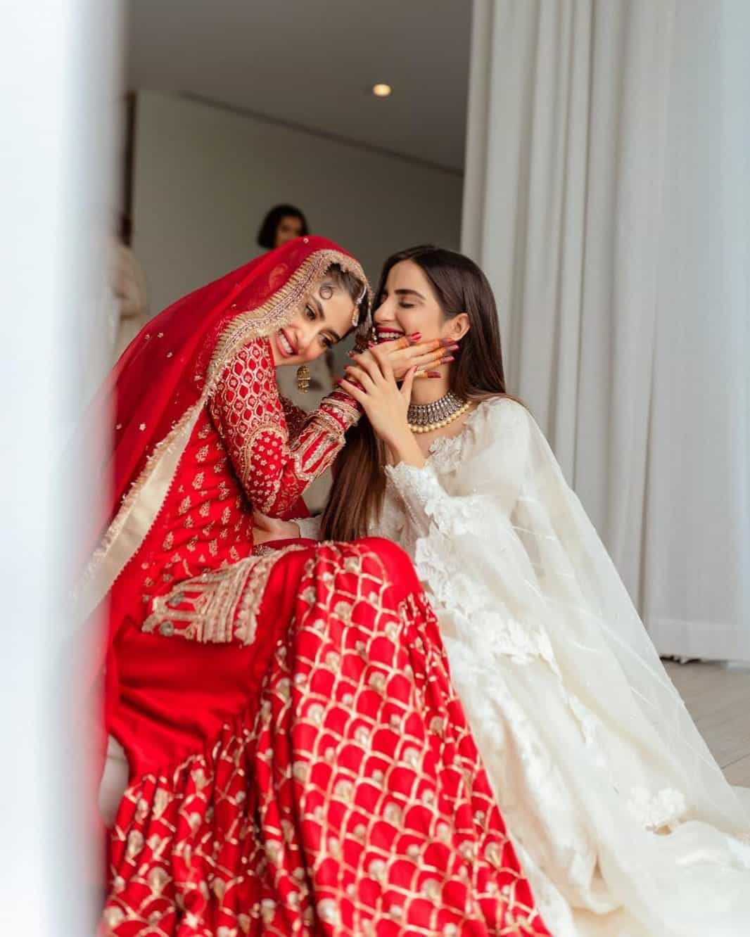 Beautiful Pakistani Celebrities on Their Sisters Wedding | Reviewit.pk