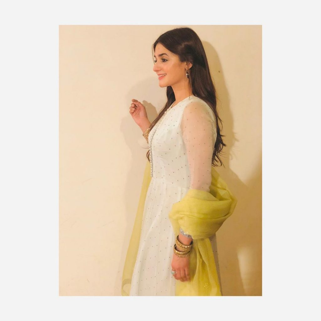 Is White Hira Mani's Favorite Color?