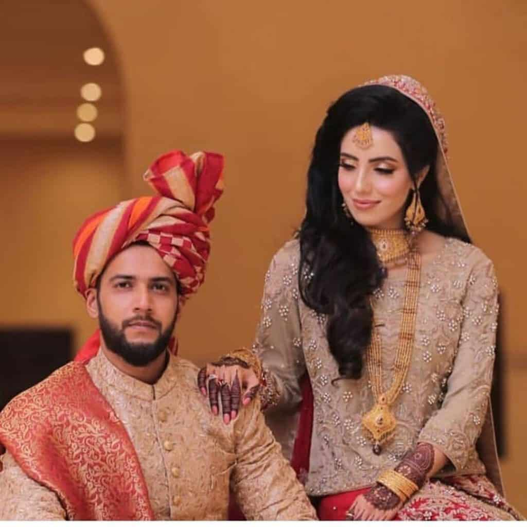 Imad Wasim Shares Moments While Holding His Daughter For The First Time