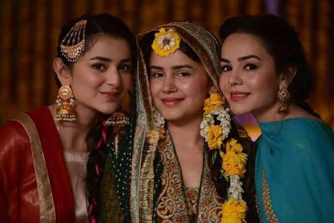 Beautiful Celebrities Sisters on Their Sister's Wedding Day