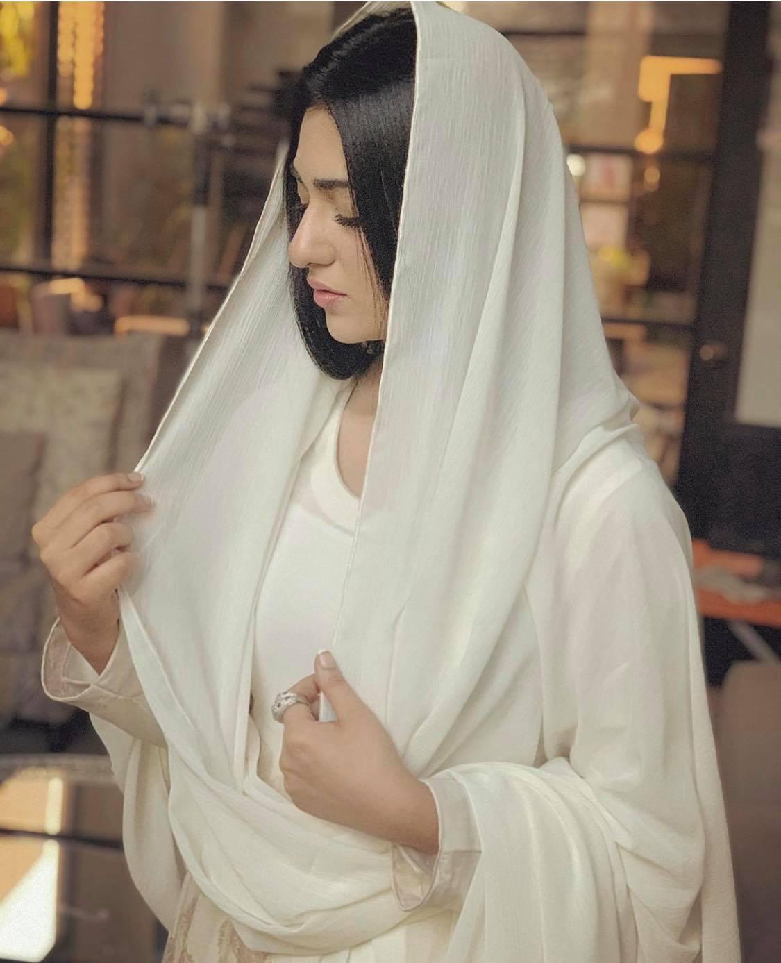 sarah khan7
