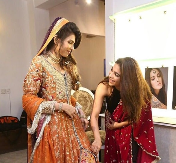 Beautiful Pakistani Celebrities on Their Sisters Wedding