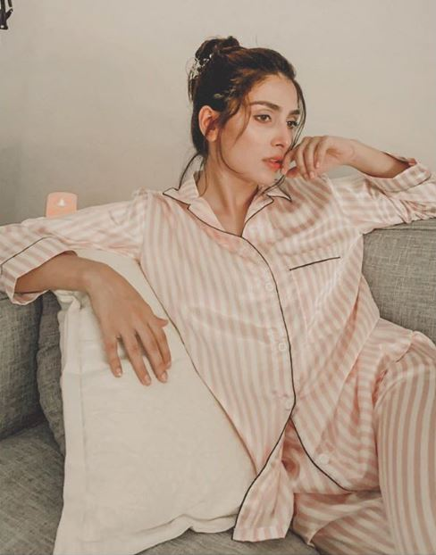 Ayeza Khan Spending Weekend in PJs at Home During Lock Down