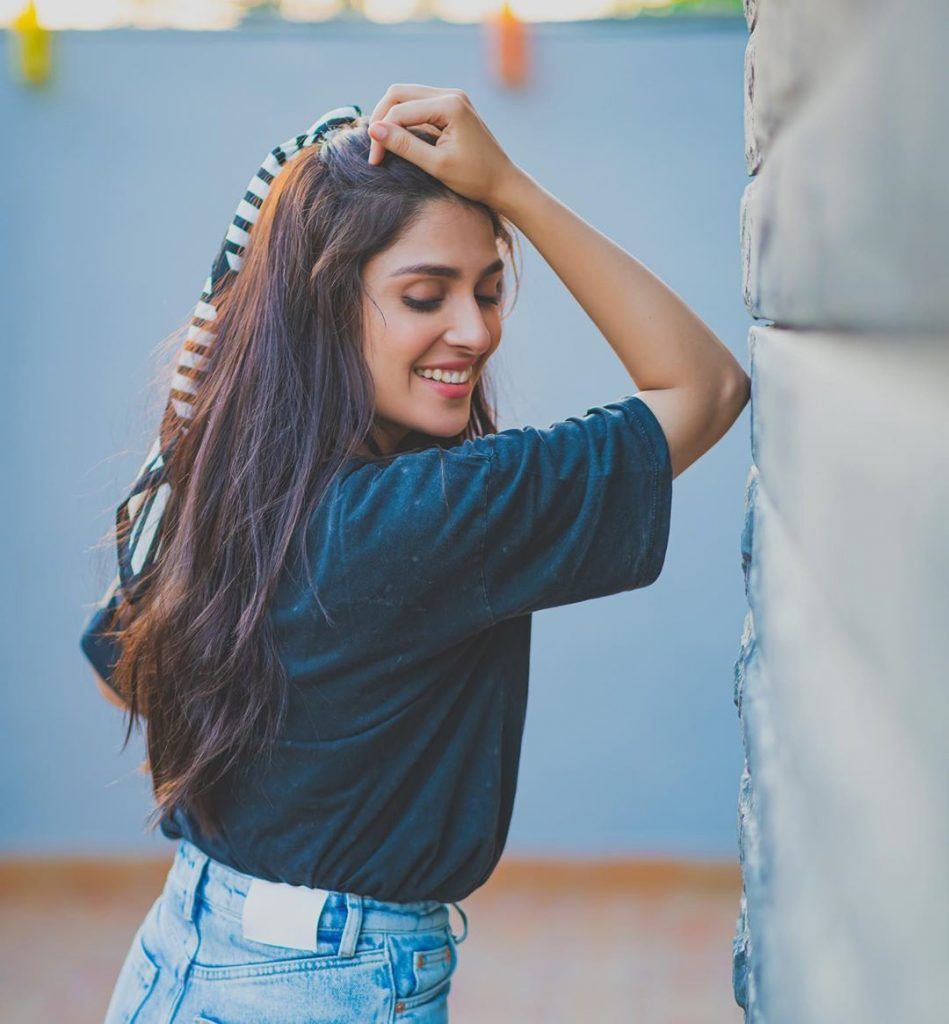 Ayeza Khan Shared How She Handles Stardom