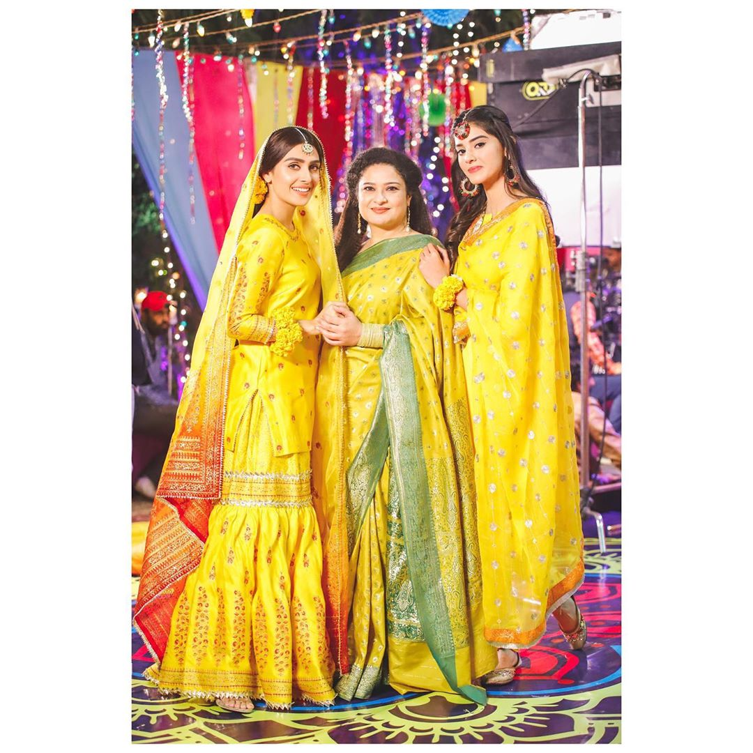 Beautiful Bridal Pictures of Ayeza Khan from the Set of her Drama Mehar Posh