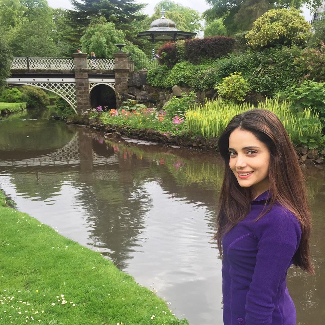 Armeena Khan with her Sister Minahil - 15 Adorable Pictures