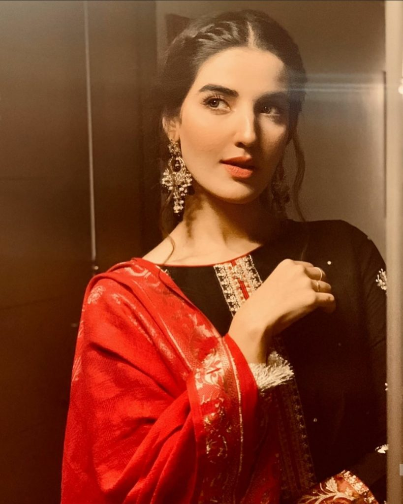 Top 20 Well Dressed Pictures Of Beautiful Hareem Farooq