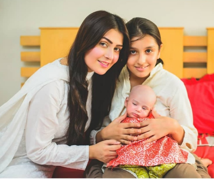 Ayeza Khan With Family - 50 Beauteous Photographs
