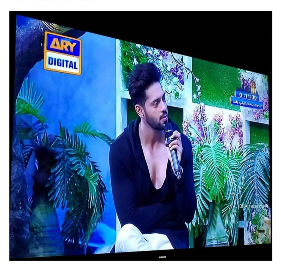 People Bashing Fahad Mustafa For Wearing Revelaing Outfit