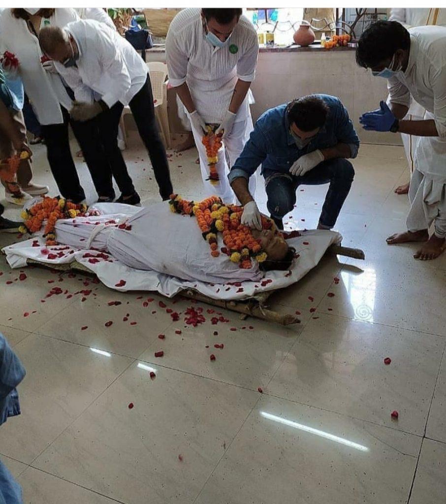 Bollywood Star Rishi Kapoor Last Rites