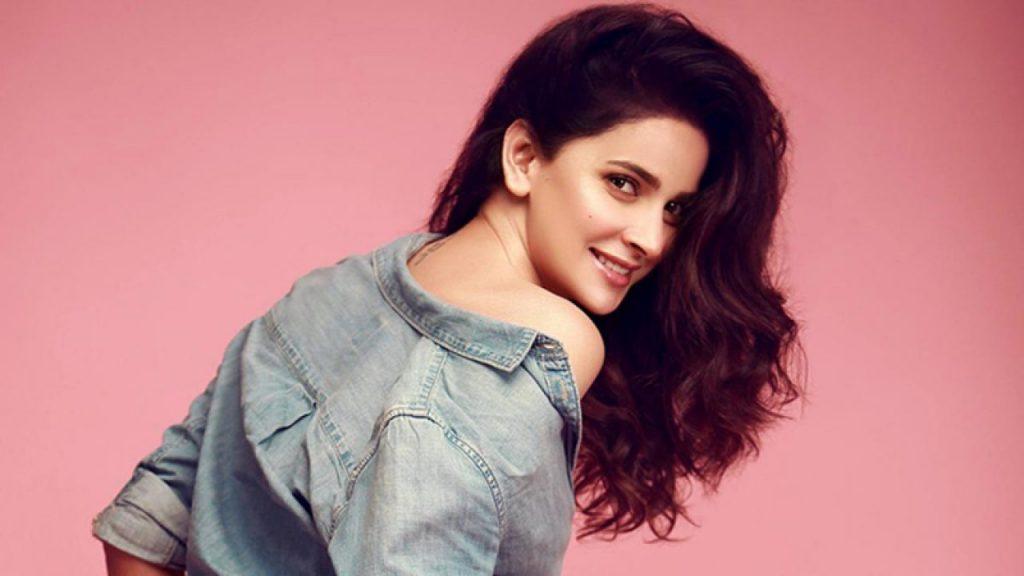 Indian Fans Miss Saba Qamar In Angrezi Medium
