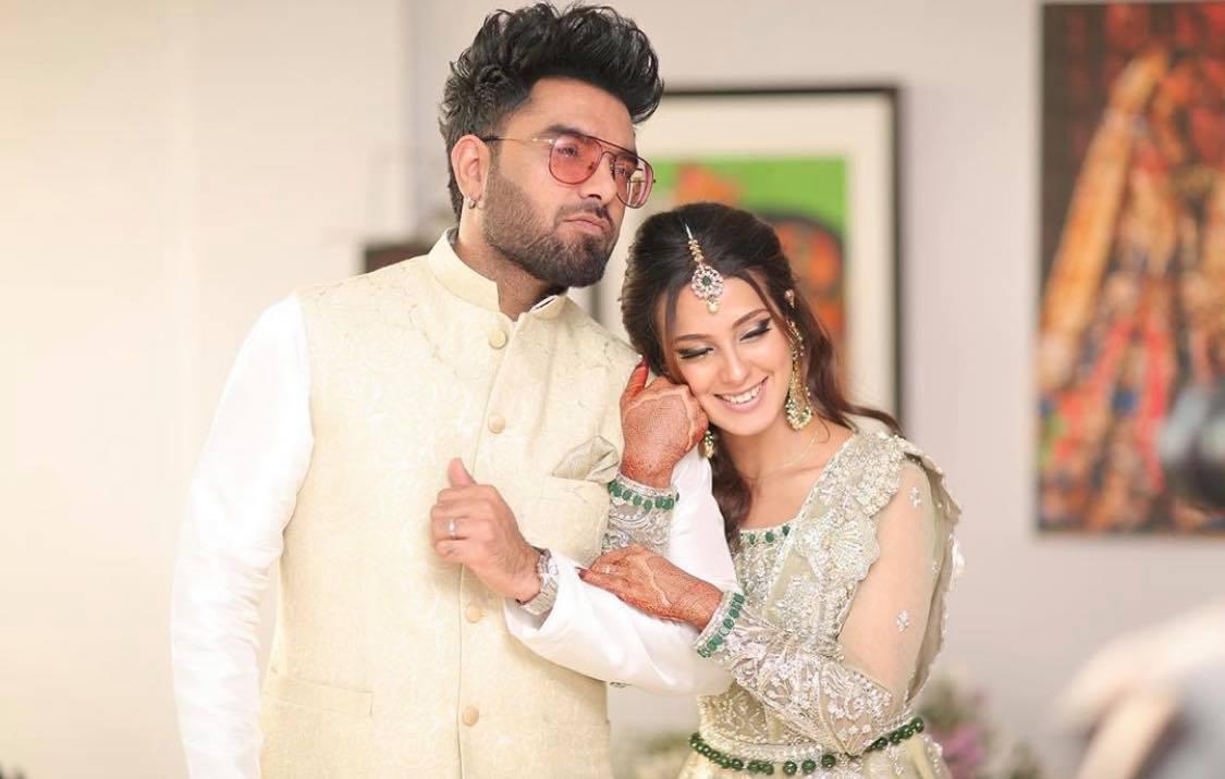 Iqra Aziz Husband Yasir Hussain| 10 Romantic Pictures