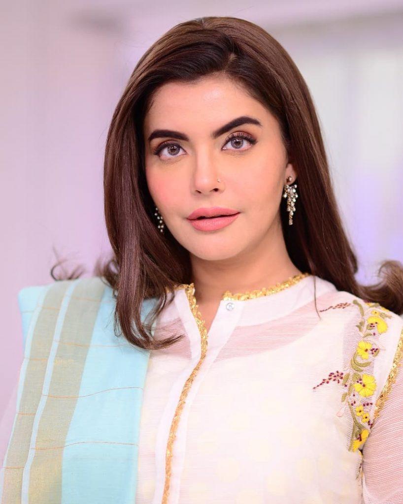 Nida Yasir Talks About Spending Money On Clothes Carefully 18