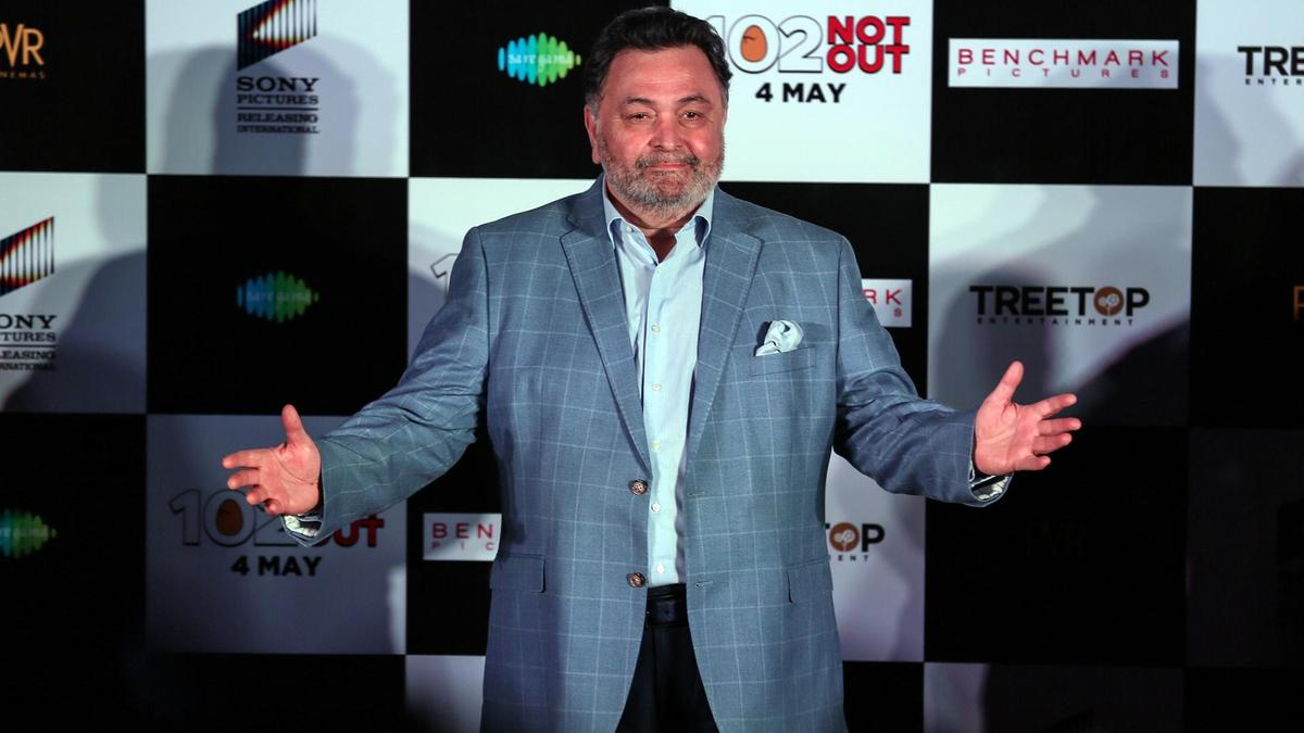 Another Bollywood Legend, Rishi Kapoor Passes Away