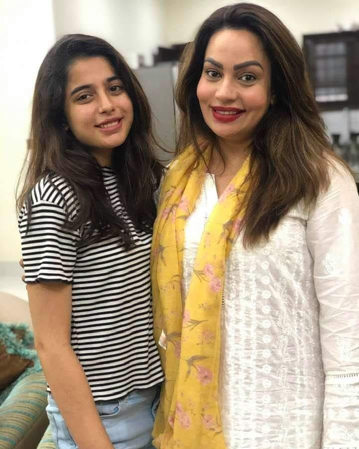 Sadia Imam's Beautiful Clicks with her Daughter and Niece's