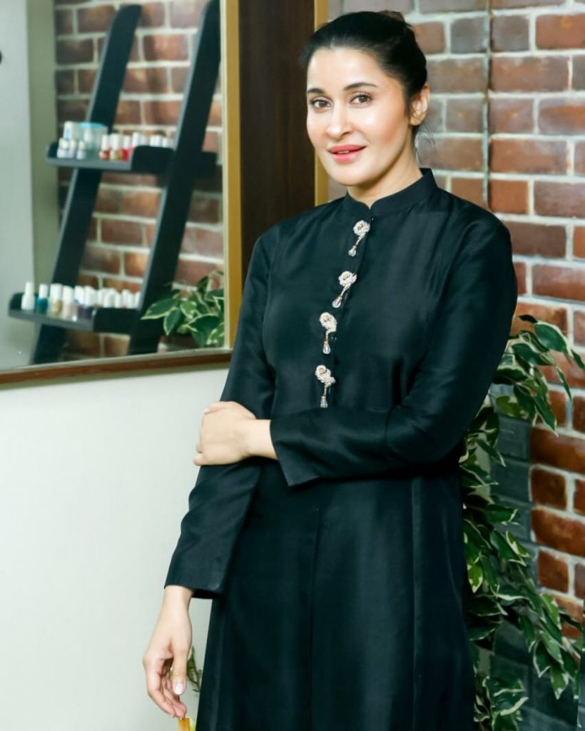 Shaista Lodhi Became Barber For Her Husband