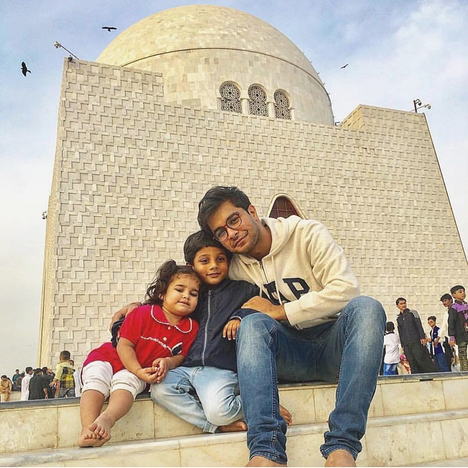 Adorable Pictures of Asim Azhar With Family