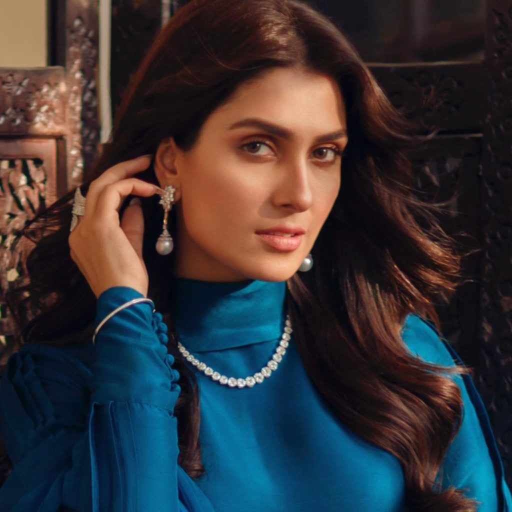 Best Poses of Ayeza Khan Every Girl Should Try