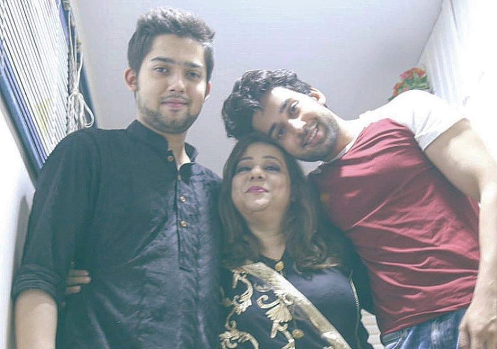 Bilal Abbas Family - 30 Awesome Pictures