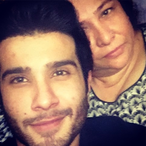 Here is the Inside Life of Feroze Khan Looks Like