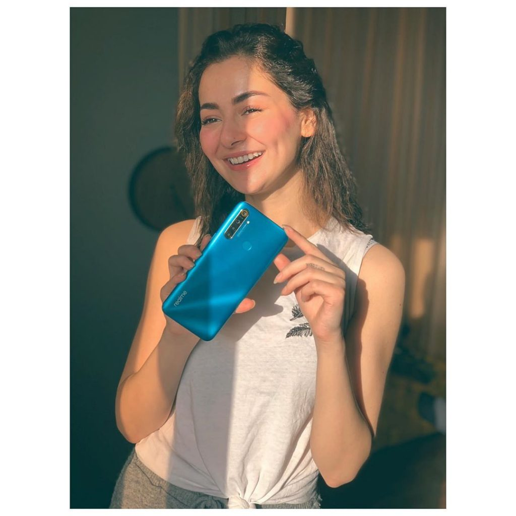 Sun-kissed Pictures of Hania Amir You Must See