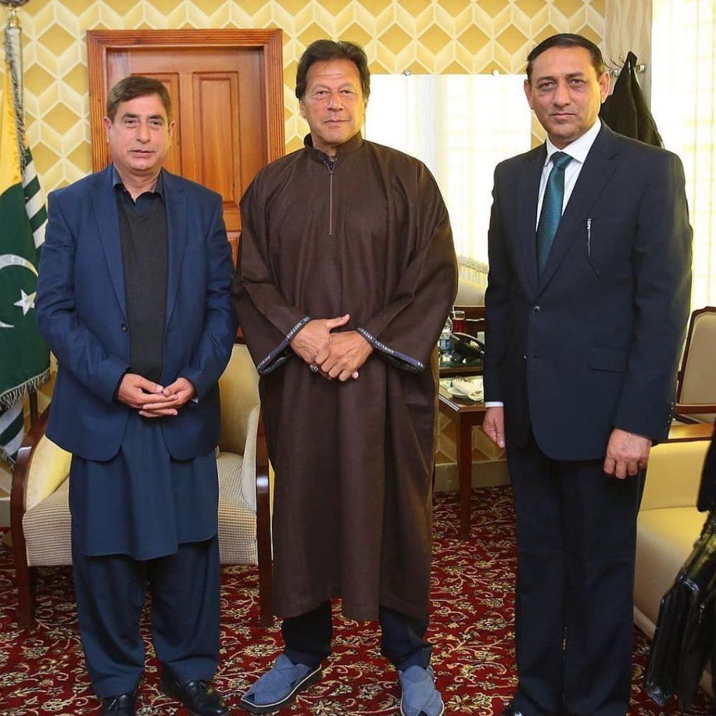 Adorable Pictures of PM Imran Khan in Shalwar Kameez