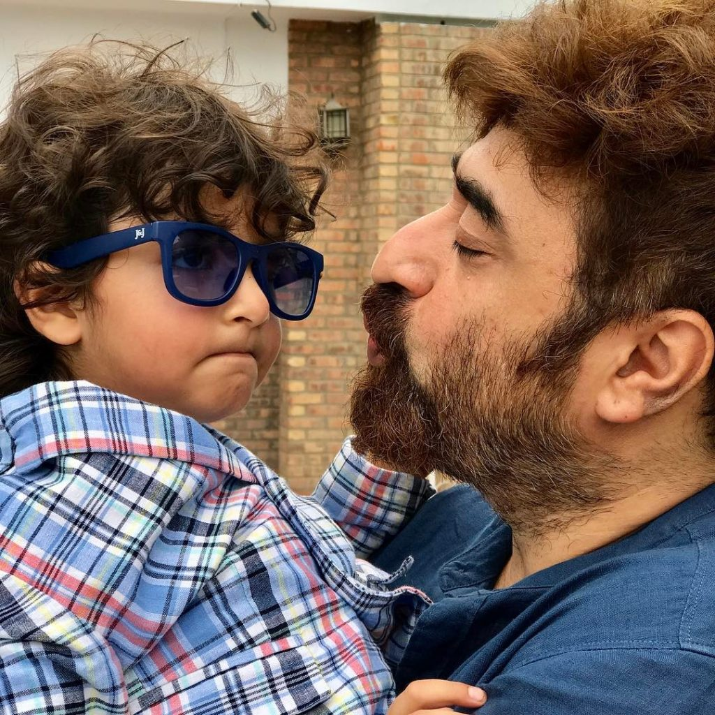 20 Most Memorable Pictures of Yasir Nawaz with Family