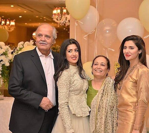 Rare Pictures of Mahira Khan with her Loved Ones