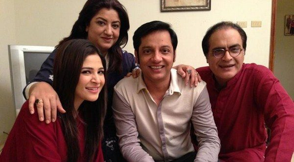 Actor Mehmood Aslam shares How He Manages With His Two Wives At Home