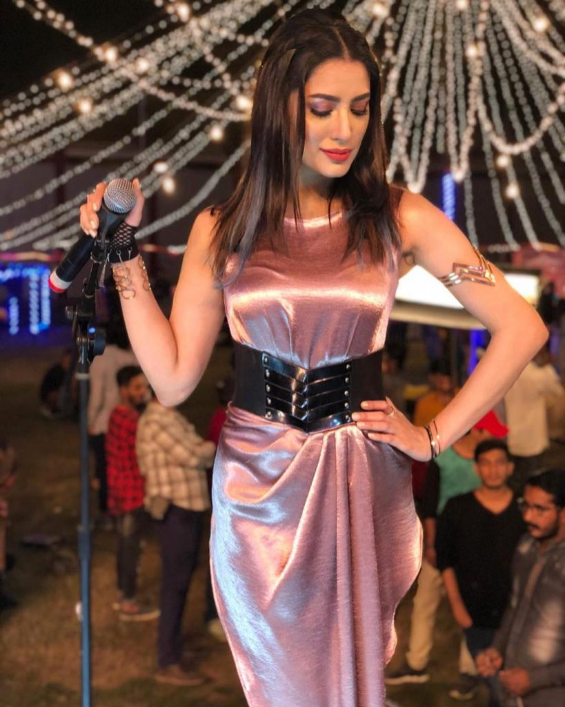 40 Flawless Dresses of Mehwish Hayat