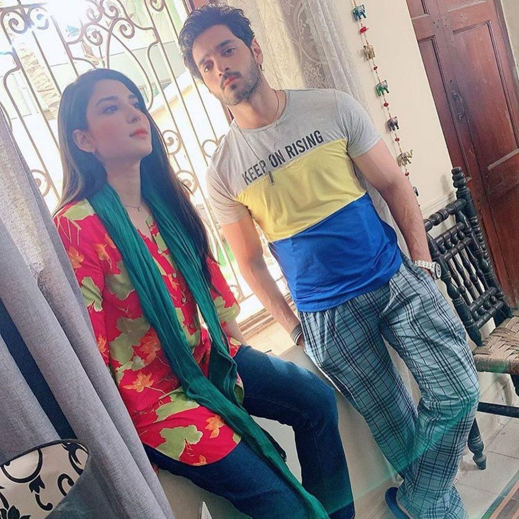 BTS Pictures From Wahaj Ali, Ramsha Khan Starrer Meri Chaar Shaadiyan