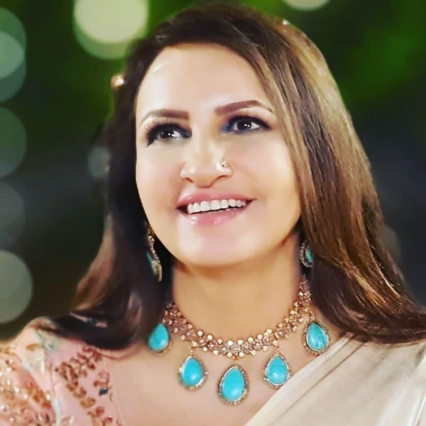 Beautiful Pictures of Saba Faisal in Sarees