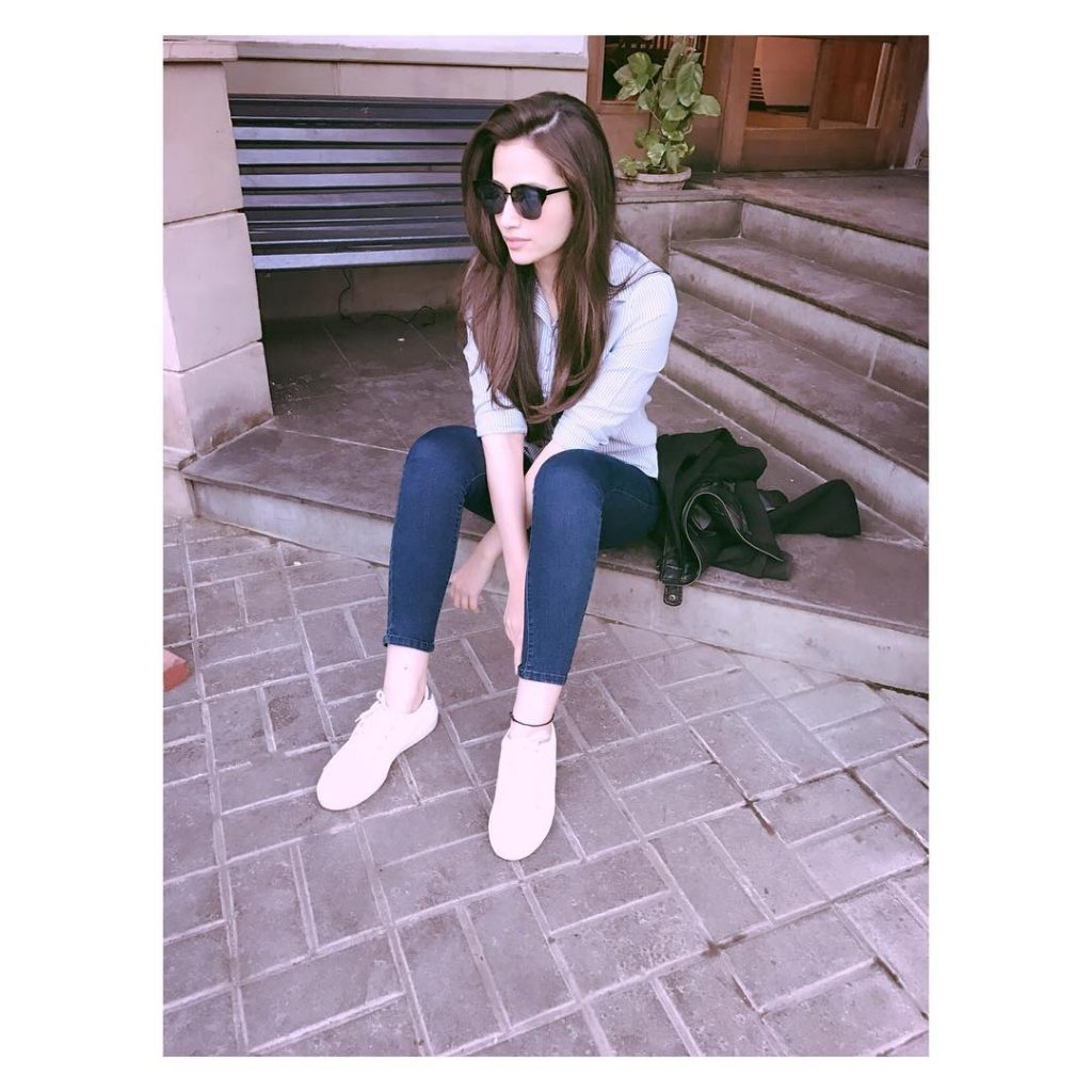 Beautiful Pictures of Sana Javed in a Casual Attire
