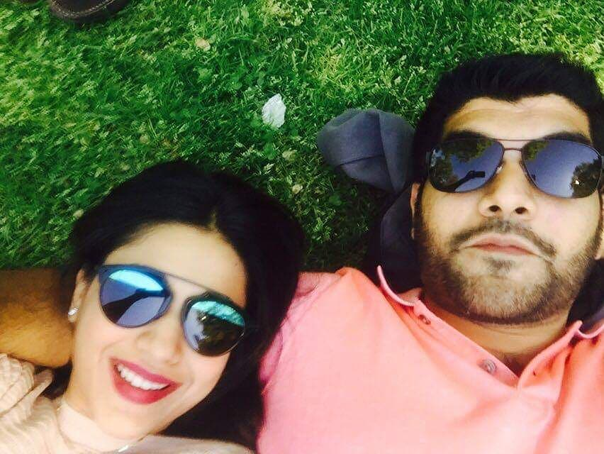 Sanam Jung with her Husband and Daughter - Adorable Pictures