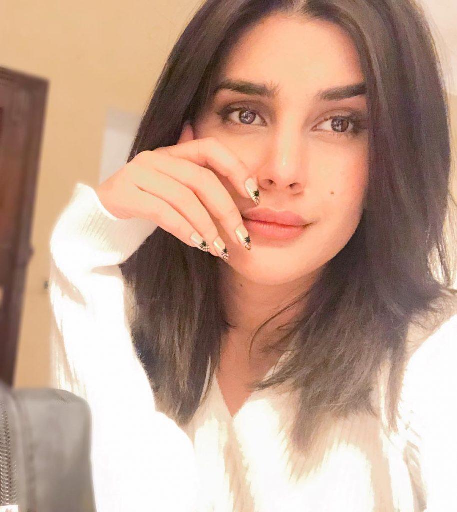 Sun-Kissed Photos of the Diva Kubra Khan