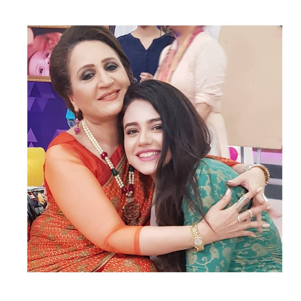 Unseen Pictures of Zara Noor Abbas with Family and Friends