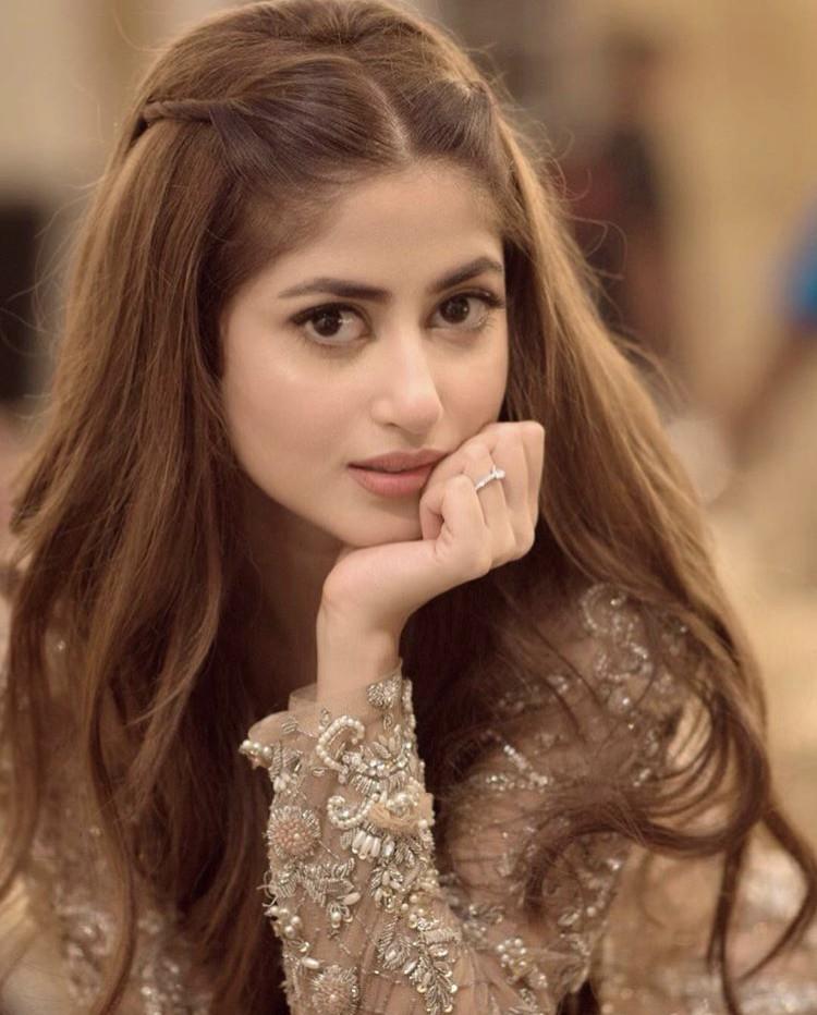 Sajal Aly Hilariously Mimicking Media Celebrity