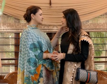 Beautiful Dresses of Neelam Munir In Kahin Deep Jalay