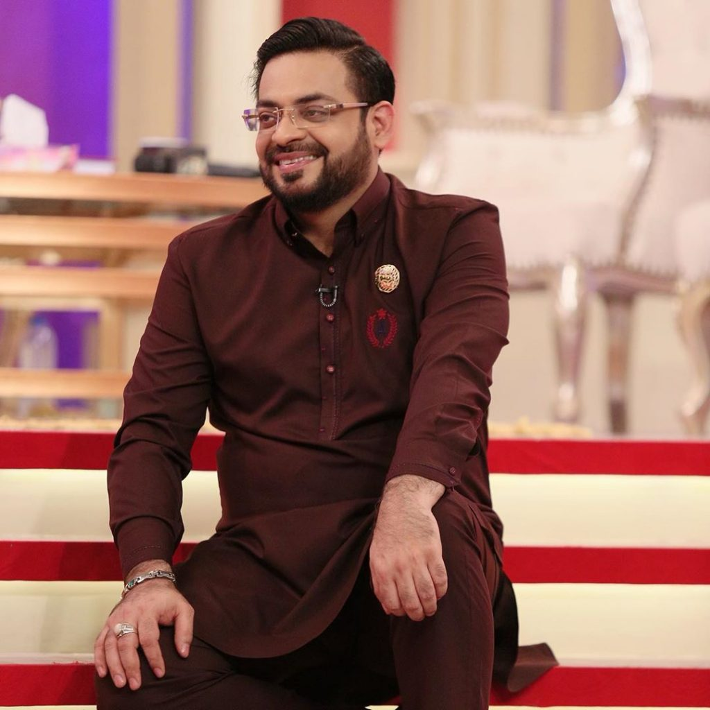 Aamir Liaquat Hussain Fell Asleep During Live Show