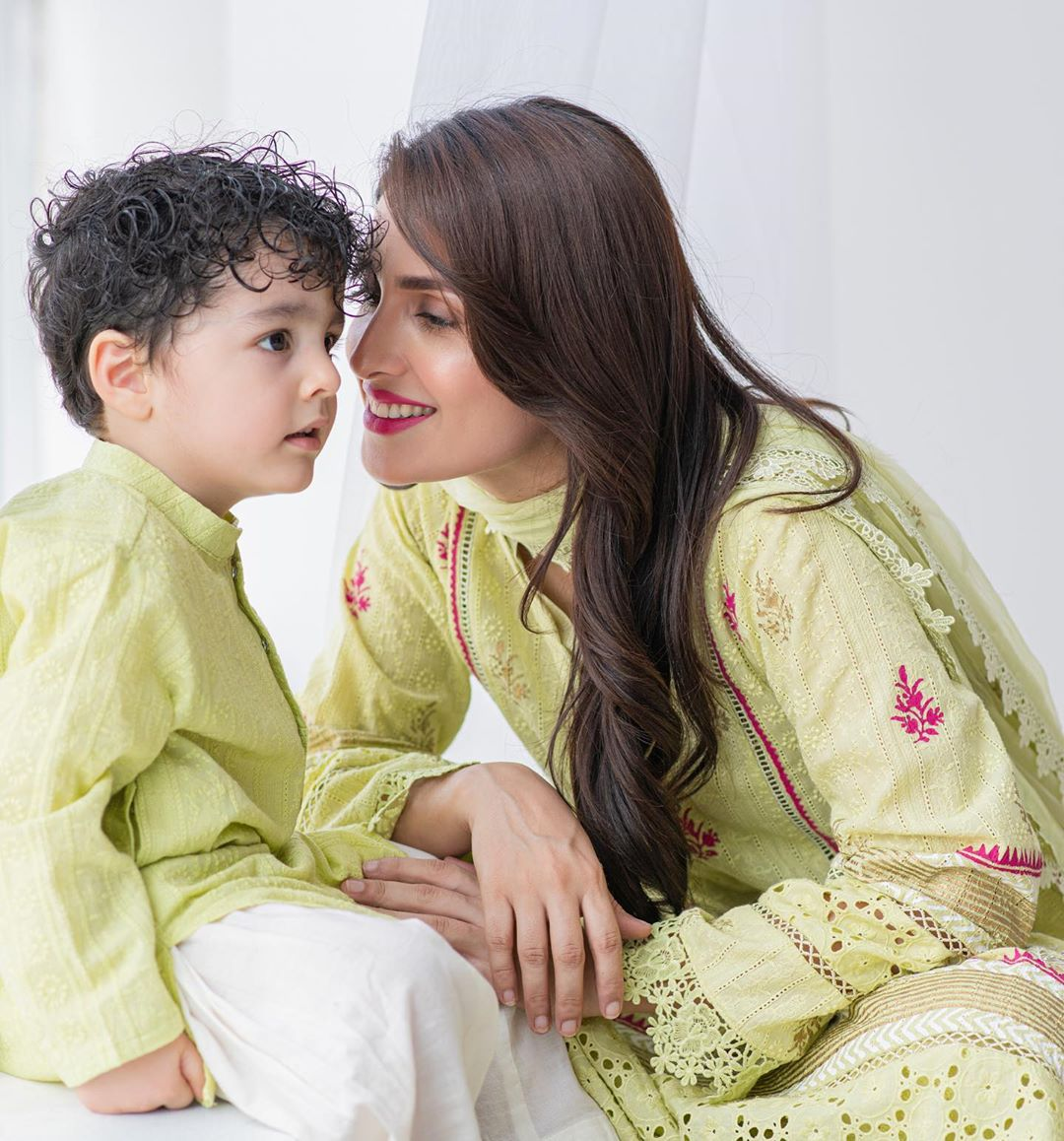Ayeza Khan 5 4
