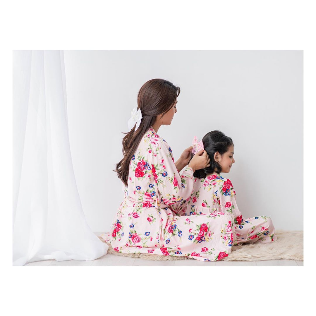 Ayeza Khan Mother's Day Photoshoot With Her Daughter Hoorain
