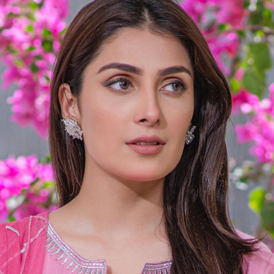 Ayeza Khan is Looking Elegant in this Pink Dress
