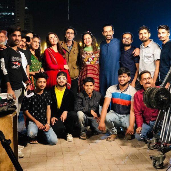Some BTS Clicks From Yumna Zaidi's Drama Raaz-E-Ulfat