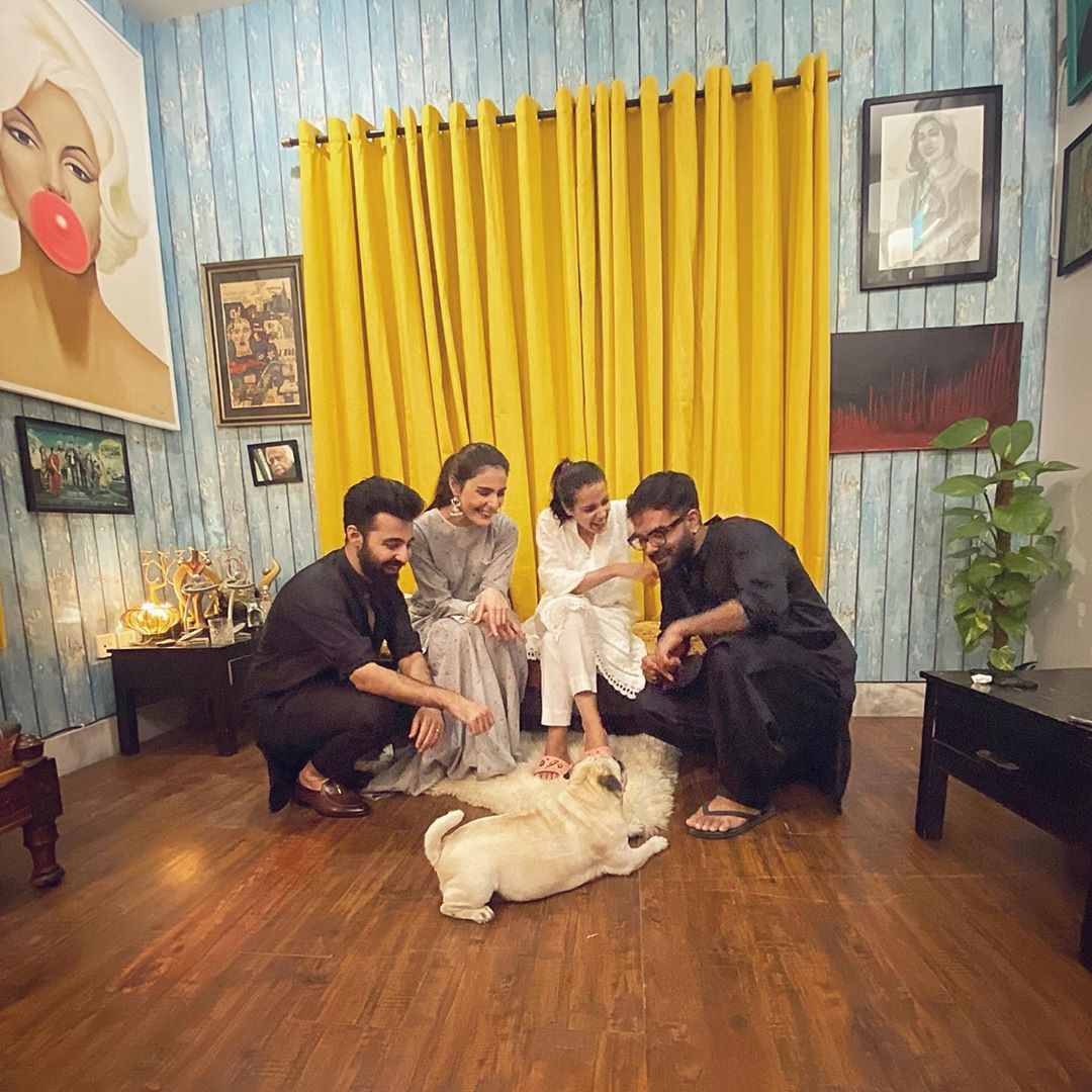 Iqra Aziz and Yasir Hussain Latest Clicks with Friends