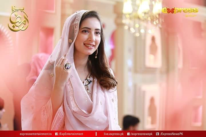 Komal Aziz Beautiful Pictues from Express Tv Ramazan Transmission