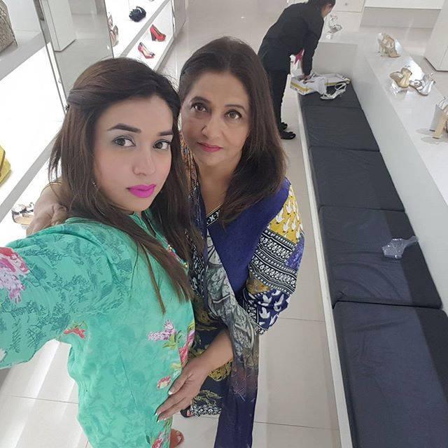 Komal Rizvi Family 7