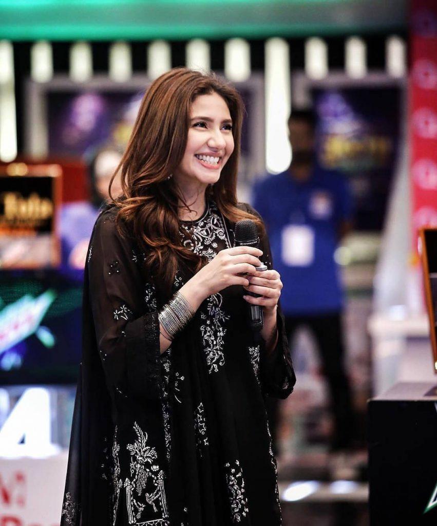 Mahira Khan's Mother Live Call In Jeeto Pakistan