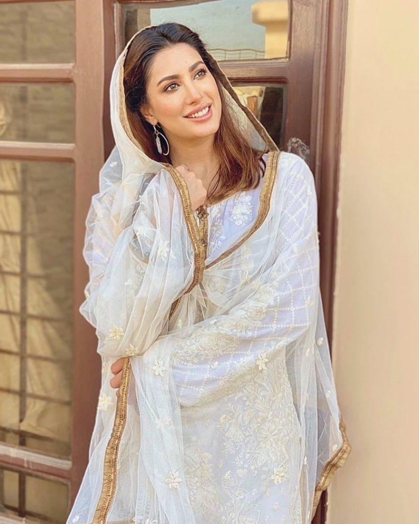 Mehwish Hayat Trolled For Reciting Naat