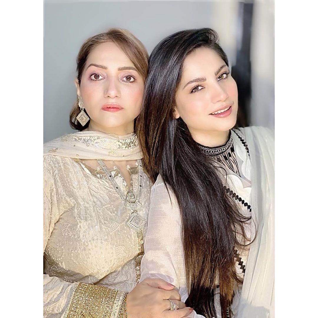 Beautiful Clicks of Neelum Muneer with Her Mother